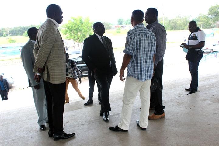 Tropicale amissa bongo le maire de port gentil visite le - Piscine tropicale france ...